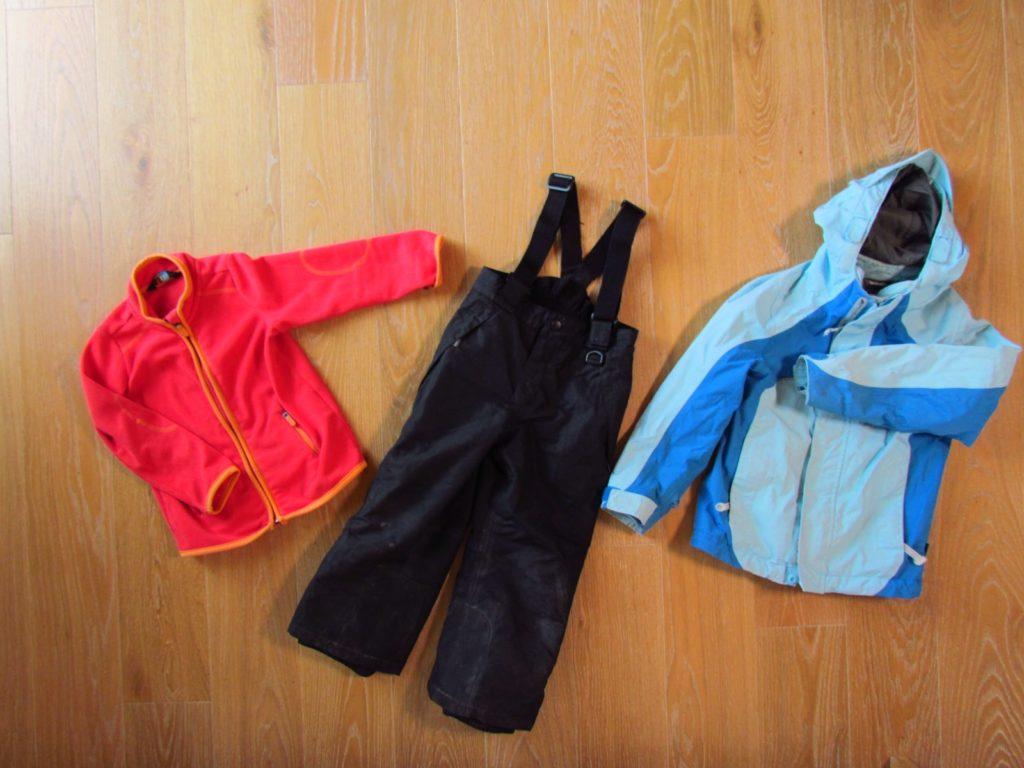 Winterjacke und Winterhose für Kinder